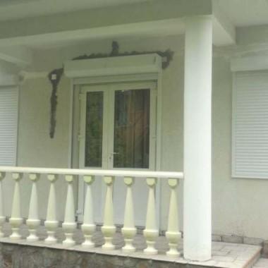 Монтаж роллет на окна и двери виллы в Алупке 01