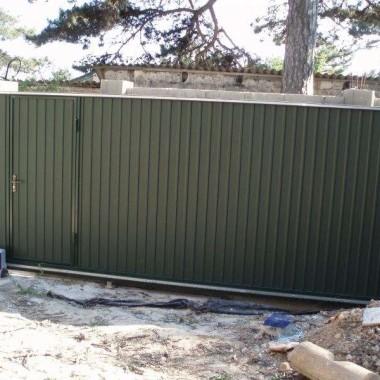 Автоматические откатные ворота с калиткой в Ялте 02