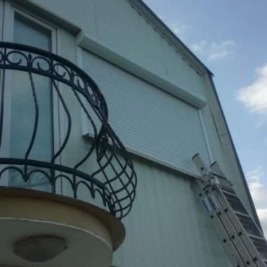 Монтаж защитных роллет на окна дома в Алуште 02