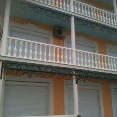 Монтаж роллет на окна и двери частной гостиницы на Донузлаве 06