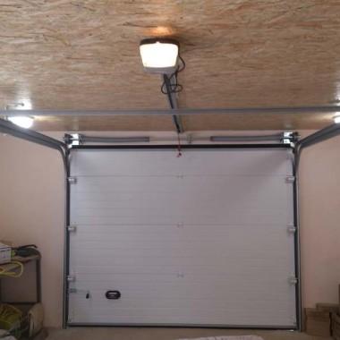 Секционные ворота в гараже частного дома в Керчи 01