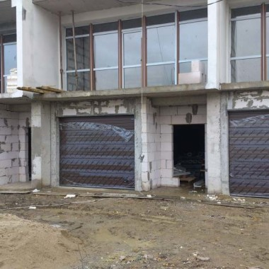 Секционные ворота. Паркинг в строящейся гостинице в Никите 11