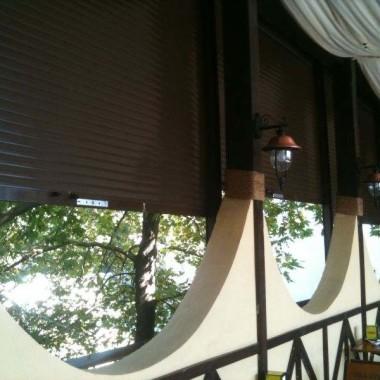 Установка роллет из профиля АР-55 на окнах и дверях столовой 02