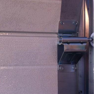 Рабочий образец секционных ворот ДорХан в офисе 16