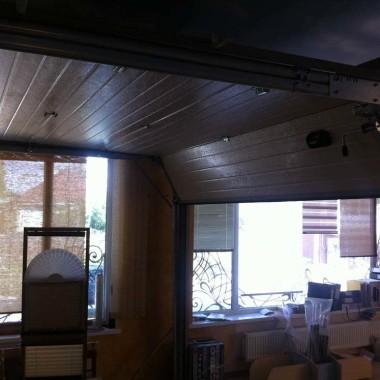 Рабочий образец секционных ворот ДорХан в офисе 27