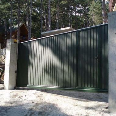 Автоматические откатные ворота с калиткой в Ялте 07