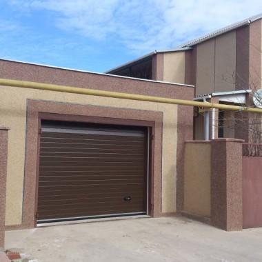 Секционные ворота в гараже частного дома в Керчи 10