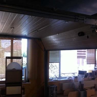 Рабочий образец секционных ворот ДорХан в офисе 26