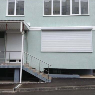 Роллеты на окне и двери детского сада в Симферополе 05