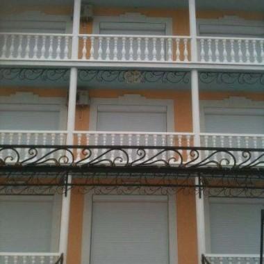 Монтаж роллет на окна и двери частной гостиницы на Донузлаве 03