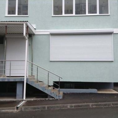 Роллеты на окне и двери детского сада в Симферополе 04