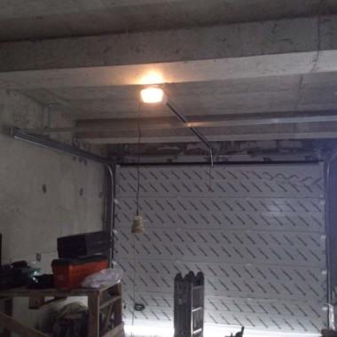 Секционные ворота. Паркинг в строящейся гостинице в Никите 06