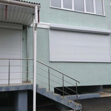 Роллеты на окне и двери детского сада в Симферополе 03