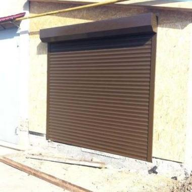Монтаж защитных роллет на окна и двери гостиниц в Николаевке 01