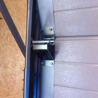 Рабочий образец секционных ворот ДорХан в офисе 18