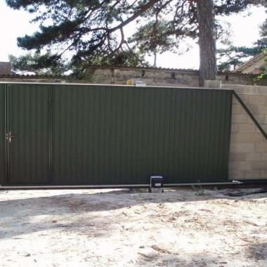 Автоматические откатные ворота с калиткой в Ялте 05