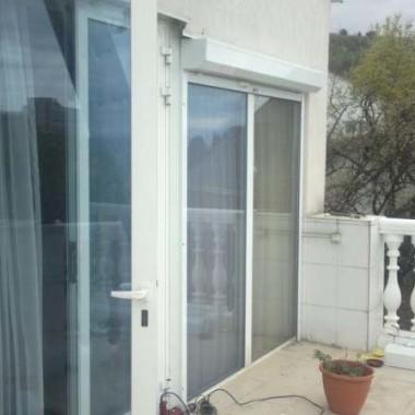 Монтаж защитных роллет на окна дома в Алуште 05