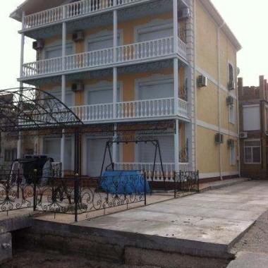 Монтаж роллет на окна и двери частной гостиницы на Донузлаве 07