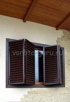 Алюминиевые ставни на окнах дома в Симферополе
